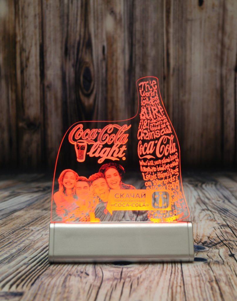 Светозар Акрилайт купить недорого в москве настольный бизнес-сувенир с подсветкой светящийся логотип компании корпоративный подарок кока кола лайт