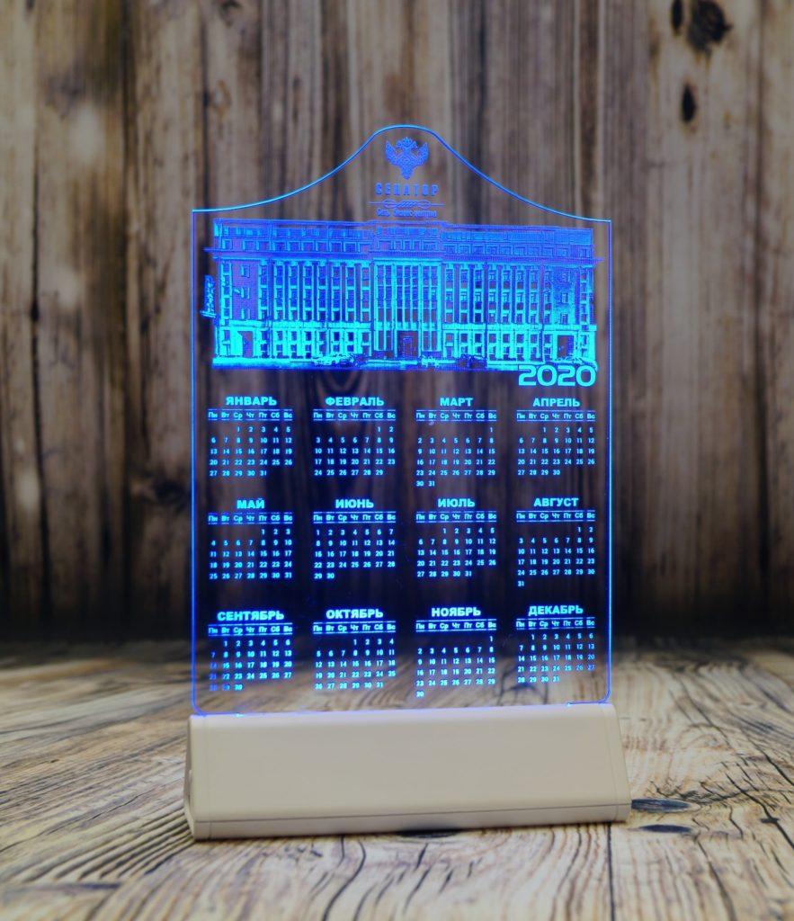 Купить акрилайт Светозар оптом Спб настольный бизнес-сувенир с подсветкой светящийся логотип компании корпоративный подарок календарь