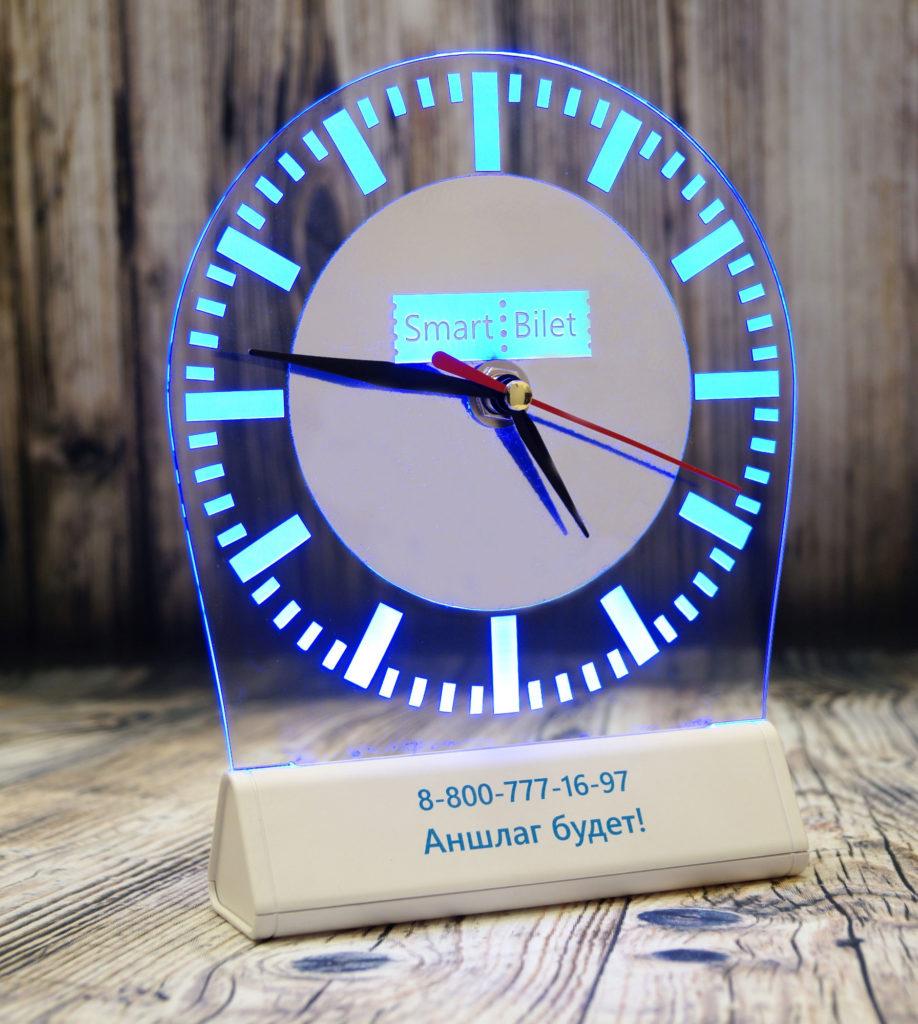 Заказать акрилайт оптом Питер настольный бизнес-сувенир с подсветкой светящийся логотип компании корпоративный подарок часы