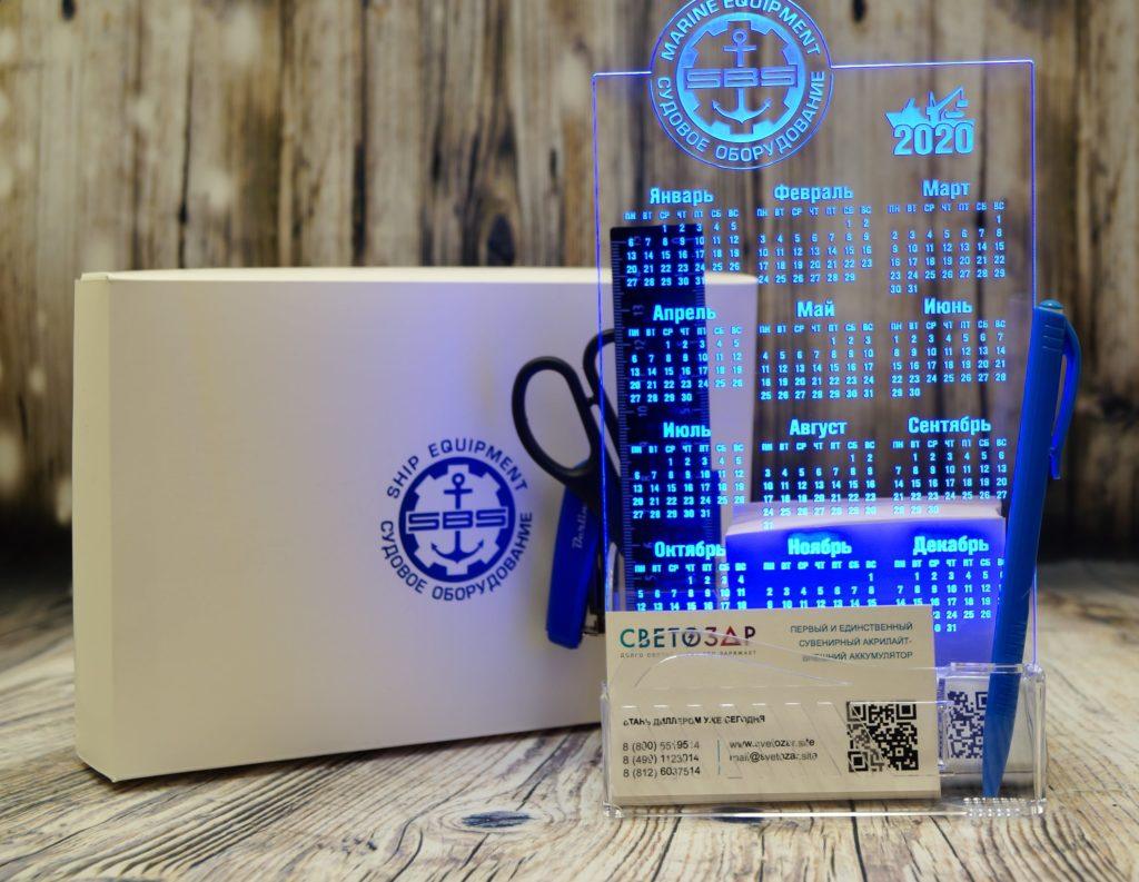 Купить оптом Светозар Акрилайт в Санкт - Петербурге настольный бизнес-сувенир с подсветкой светящийся логотип компании корпоративный подарок календарь