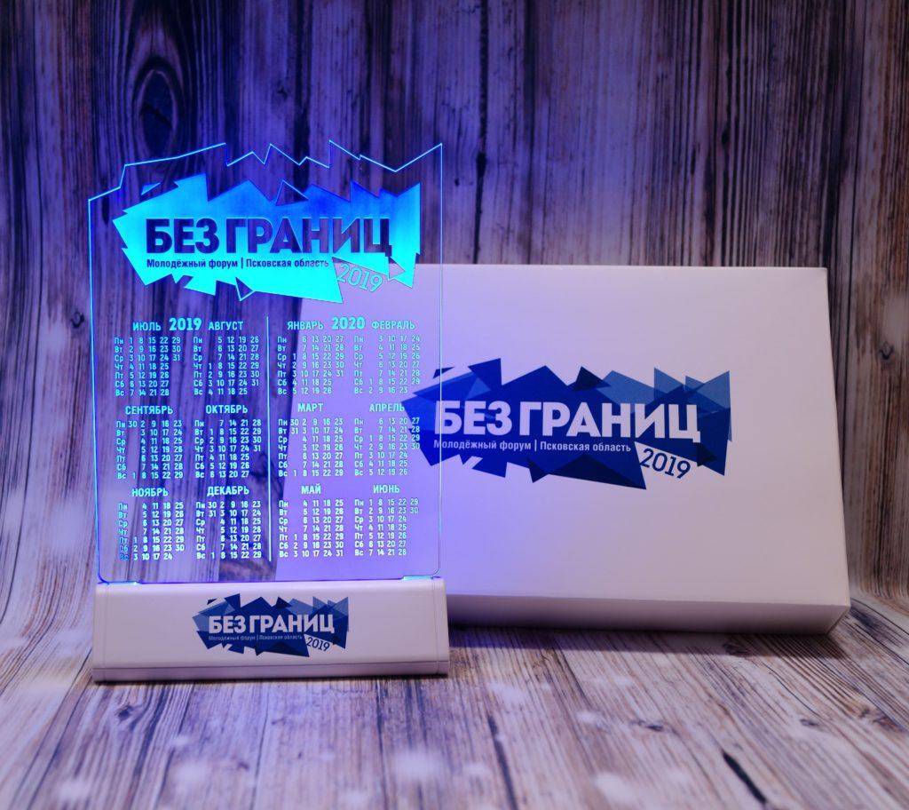 Акрилайт - Изготовление рекламы Санкт-Петербург настольный бизнес-сувенир с подсветкой светящийся логотип компании корпоративный подарок календарь без границ