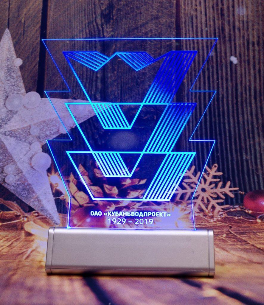 Акрилайт - Изготовление рекламы оптом Екб настольный бизнес-сувенир с подсветкой светящийся логотип компании корпоративный подарок