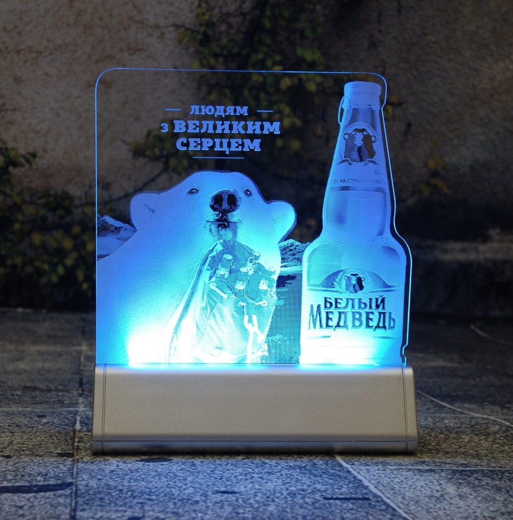 Акрилайт - Изготовление рекламы оптом Мск настольный бизнес-сувенир с подсветкой светящийся логотип компании корпоративный подарок Белый медведь