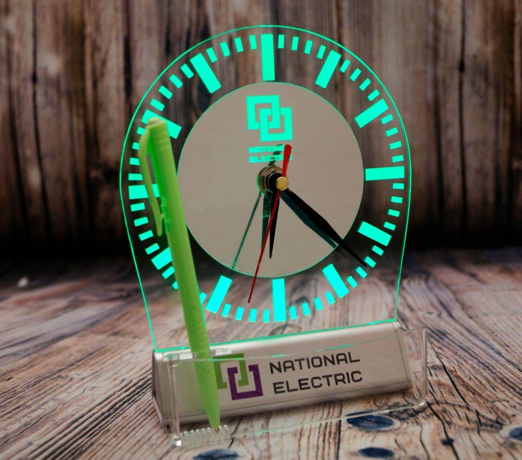 Акрилайт цена Екб настольный бизнес-сувенир с подсветкой светящийся логотип компании корпоративный подарок часы