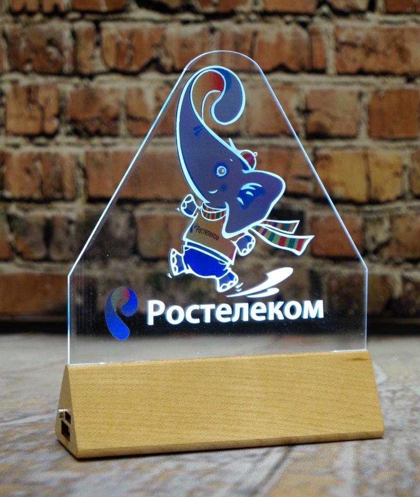 Изготовление акрилайтов на заказ оптом Питер настольный бизнес-сувенир с подсветкой светящийся логотип компании корпоративный подарок Ростелеком