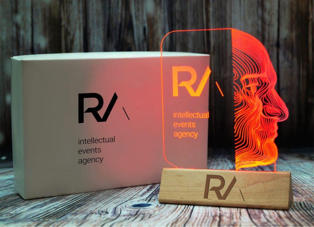 Изготовление акрилайтов в Екатеринбурге настольный бизнес-сувенир с подсветкой светящийся логотип компании корпоративный подарок