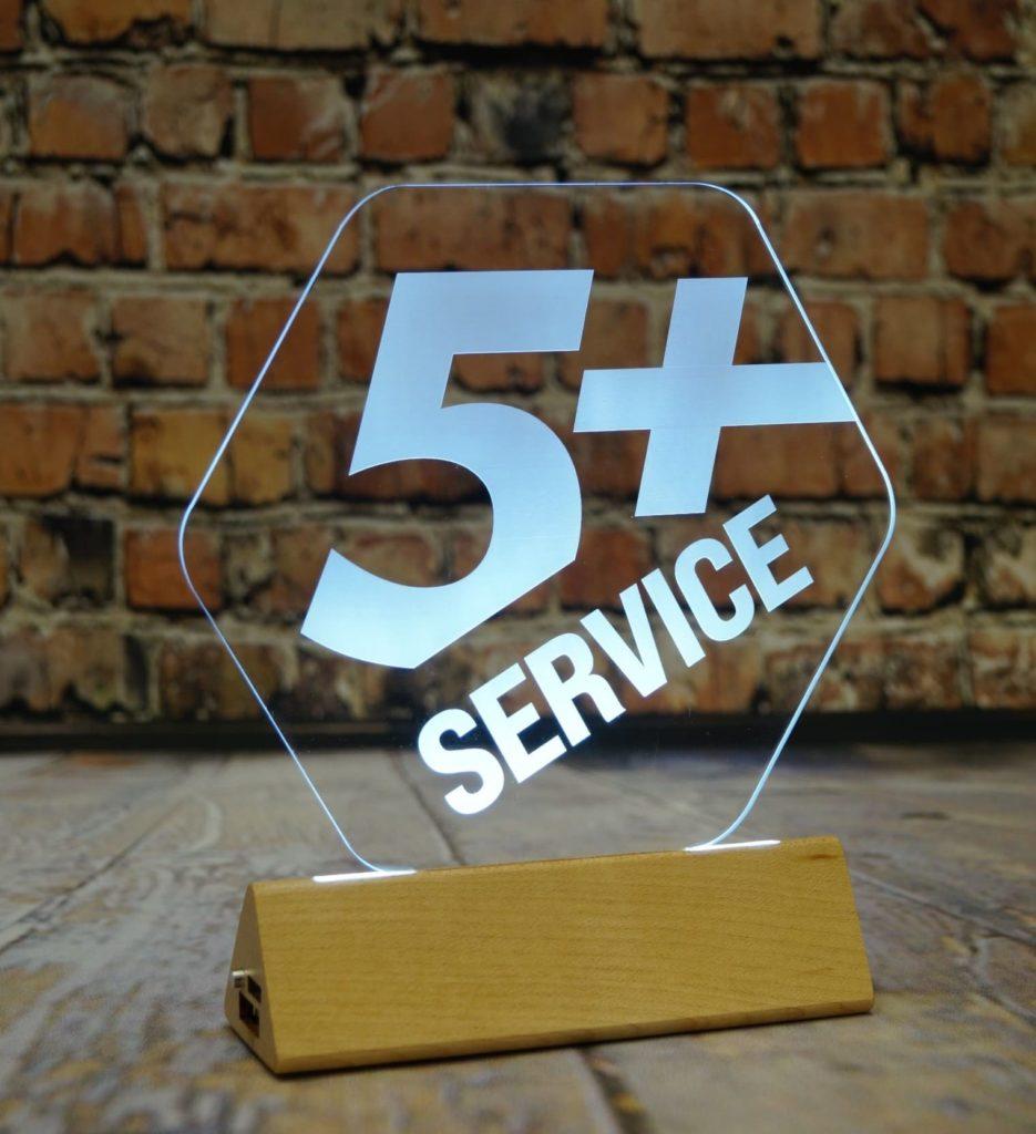 Купить акрилайт оптом недорого настольный бизнес-сувенир с подсветкой светящийся логотип компании корпоративный подарок лучший сервис