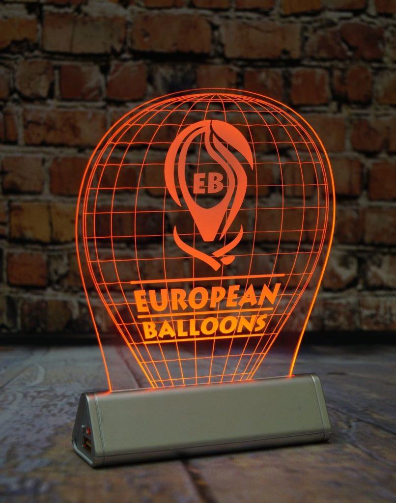 Заказать акрилайт недорого оптом настольный бизнес-сувенир с подсветкой светящийся логотип компании корпоративный подарок