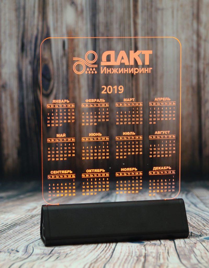 акрилайт от производителя оптом настольный бизнес-сувенир с подсветкой светящийся логотип компании корпоративный подарок календарь дакт инжиниринг