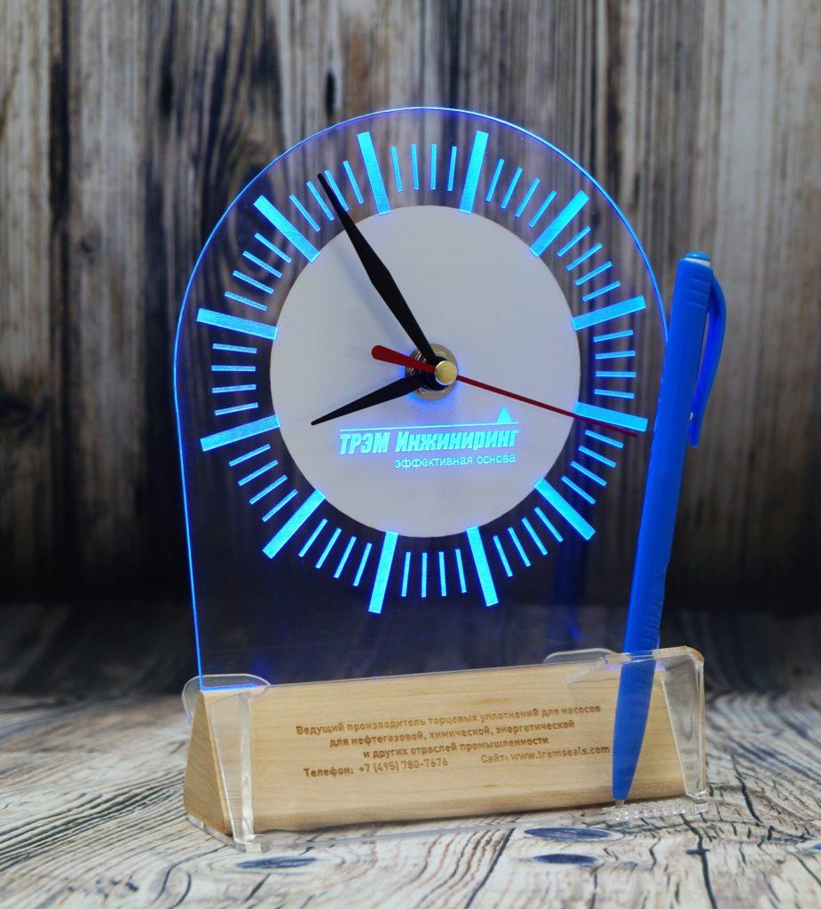 светозар логотип с подсветкой акрилайт заказать оптом бизнес сувенир настольный визитница ручка часы синяя подсветка настольный бизнес-сувенир с подсветкой светящийся логотип компании корпоративный подарок часы