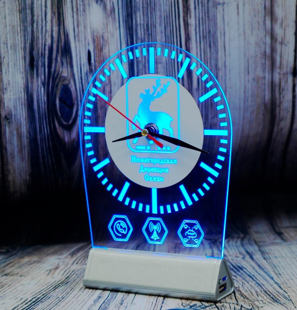 СВЕТОЗАР ЧАСЫ настольный бизнес сувенир акрилайт с подсветкой логотип компаний синяя подсветка настольный бизнес-сувенир с подсветкой светящийся логотип компании корпоративный подарок часы